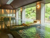 自慢の温泉は源泉100%。雄大な大自然に囲まれながら、Ph9.5の美肌の湯を心行くまでご堪能ください。