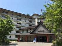自然に囲まれたホテル湯西川