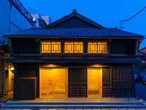 江戸時代から続く薬屋だった町家をリノベーション。