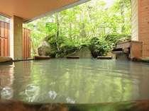 木々を眺めながら露天風呂にゆっくり浸かって下さい。心も体もリフレッシュ!