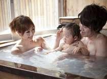 貸切風呂は、家族だけの温泉空間を作り出します。