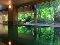 【大自然の湯「鳥の声」】内風呂からも自然を眺めながら入浴できます