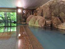 【大自然の湯「川の囁き」】岩をテーマとした大浴場で温泉を堪能