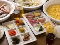 朝食は和食・洋食のバイキングスタイルです