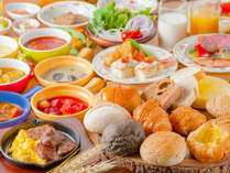 【ル・マッターホルン】朝食/世界のパンや温製スープが大集合!甘口から激辛の朝カレーも!
