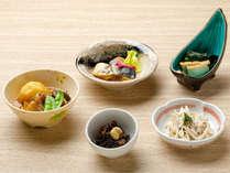 【KURODAKE】<朝食>越冬じゃがいもの肉じゃがなど、ニッポンの朝「おふくろの味」大集合