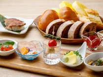 【ル・マッターホルン】ビールに合う前菜や羊肉ローストにぎり寿司など