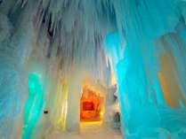 【氷瀑まつり】氷像の中はたくさんのつららと氷柱があり、壮大な氷の世界を体験できます