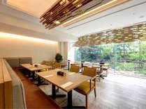 *【セリーナ】白鷺の巣をイメージしたお洒落な内装。窓が大きく、爽やかな朝食を楽しめます。