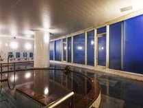 <宿泊者無料>【大浴場:フィットネス内】身体を伸ばし、ゆっくり疲れを癒していただけます。