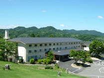 中国山地の美しい山並みがご覧いただける高原のお宿