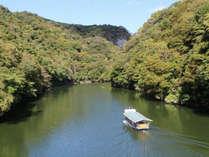 神龍湖の遊覧船。船からしか見られない景気が楽しめます。