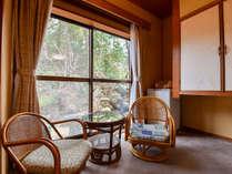 【*おまかせ和室】広縁。お部屋によっては山々の景色を感じられます。
