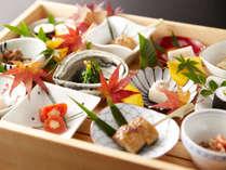 「ラウンジ 桜彩」では、 カクテルタイムに各種アルコール・ドリンク、おつまみをご用意しております。