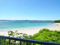 *客室からの眺め《バス・トイレ付》御座白浜ビーチが一望。英虞湾の島々や対岸の志摩半島も。