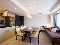 モダンなデザインのなかに、日本の伝統美をしつらえた客室(DXスイート)