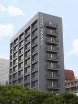 【ホテル外観】ゆりかもめ竹芝駅から徒歩2分。JR山手線浜松町駅からも徒歩約10分です。