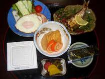 【朝食付】翌朝は和定食をご用意◎家庭的な雰囲気でのんびりお過ごしください。