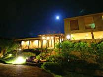 夜の外観写真