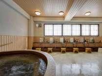 *鴨川温泉なぎさの湯/泉質は単純アルカリ硫黄冷鉱泉、男女浴場は広々とした作りです。