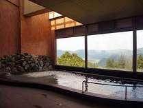 【お風呂】窓の外はまるで絵画のよう・・広がる空と山々とたっぷりの大自然