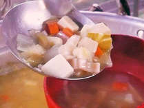 【お料理一例】地元の野菜がいっぱい入った「いこい田舎汁」