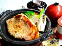 【お料理一例】三元豚陶板焼