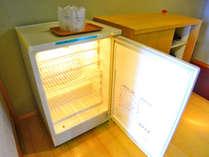 【お部屋・和室】冷蔵庫は空ですのでご自由にご利用下さい。
