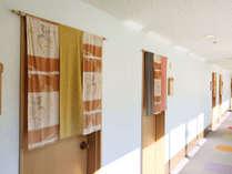 【館内施設】各部屋に秩父銘仙ののれん みんなで手作りしました。