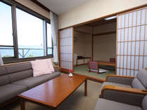 特別和洋室『208号室』応接セットと6畳間で広々50平米