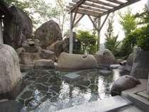 【大浴場】露天風呂で、とろ~り湯と心地よい風を楽しんで下さい。