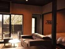 【部屋】和室+洋室+ベッドルームの離れ客室。広々としたテラスと露天も備わる