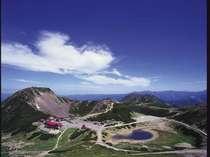 標高2,702mに位地する【乗鞍畳平】へは、休暇村前バス停よりシャトルバスで約50分です。