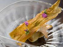 *【夕食一例:お造り】北陸の新鮮な魚介や旬の食材が満載。