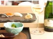 【夕食一例】ワインをかたむけながら、多彩な味の握りを満喫ください。