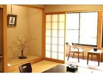 和室10畳(2~4名様)客室でWIFI利用できます。全室美山川に面したお部屋です