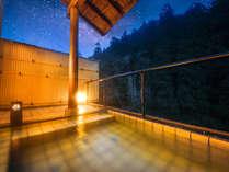 """【貸切露天】美山川のせせらぎと夜景のコラボは、まさに""""癒しの空間"""""""