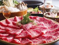 """【黒毛和牛すき焼き】上質な""""サシ""""と特製の割りしたで食べるすき焼きは格別!"""