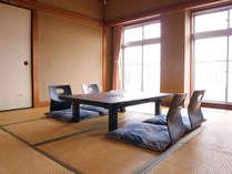 *和室8畳/海側のお部屋からは真鶴港が一望できます。