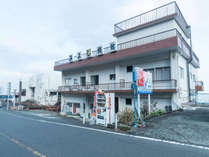 外観 真鶴駅徒歩12分、海を見渡せる高台にあります。