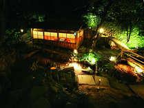 庭園の食事処『川席』風情たっぷりです。