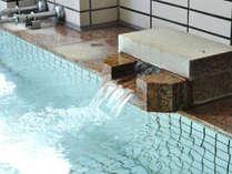【浴場】「美人の湯」と称される天然温泉で癒しのひとときを。
