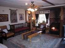 開放的な暖炉・ピアノ・カラオケのあるプレールーム