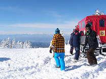 根子岳山頂からのダウンヒルは爽快です。「雪上車、スノーキャット」