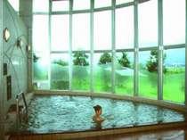 やわらかな泉質と雄大な眺望が自慢の温泉です。