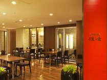 【中国料理】会場1F「雄峰」ダークブラウンを基調としたスタイリッシュな空間。