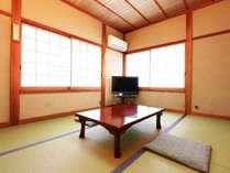 田舎に帰ってきたようなアットホームな畳のお部屋です。2名から3名様用の和室6畳のお部屋です。