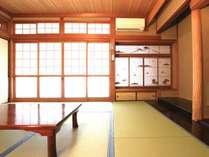 お客様の人数によってお部屋をご用意しております。こちらはグループ様専用の広めのお部屋になります。