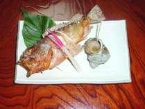魚料理の一例(焼き魚)です。その日の獲れた旬の魚をお出しします♪何が出るかは楽しみ♪♪