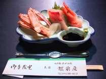 鮮魚お造りの盛り合わせ例。季節によって旬のお魚をのせていきます。何が出るかはお楽しみ♪